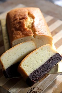 Brownie Butter Cake by Rasa Malaysia. Brownie butter cake is a butter cake with brownie at the bottom. Bake brownie first and then bake butter cake to make brownie butter cake recipe. Pound Cake Recipes, Easy Cake Recipes, Sweet Recipes, Baking Recipes, Dessert Recipes, Baking Desserts, Cake Baking, Baking Tips, Gastronomia