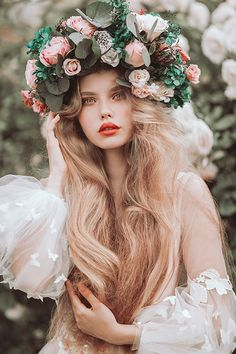 Portraits - Jovana Rikalo photography Photography Poses, Fashion Photography, Looks Party, Belle Silhouette, Pastel Roses, Aesthetic People, Professional Photographer, Flower Crown, Portrait Photographers