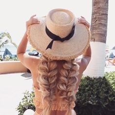 Today we are going to talk about those gorgeous braid styles. I will show you the best and trendy hair braid styles with some video tutorials. Braided Hairstyles Tutorials, Box Braids Hairstyles, Cool Hairstyles, Beach Hairstyles, Hairstyles Videos, Hairstyles Haircuts, Wedding Hairstyles, Curly Hair Styles, Medium Hair Styles