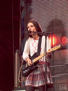 Wolf Alice's Ellie Rowsell at Dockville Festival 2014, Hamburg