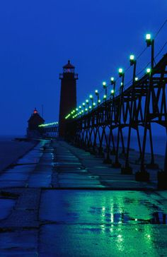 'Grand Haven pier Lighthouses, Lake Michigan' by Lonely Planet Images on artflakes.com