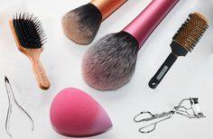 Ο καθαρισμός των πινέλων του μακιγιάζ και των υπολοίπων εργαλείων ομορφιάς είναι πολύ σημαντικός. Δείτε τον σωστό τρόπο για να τα πλύνετε!