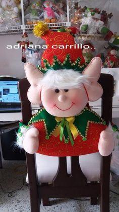 Visita nuestro centro de capacitación virtual deMANUALIDADES: www.elrincondeanamaria.com/     Donde tenemos muchísimoscursos para usted... Christmas Sewing, Felt Christmas, Christmas Projects, Handmade Christmas, Christmas Time, Xmas, Christmas Ornaments, Elf Christmas Decorations, Christmas Mesh Wreaths