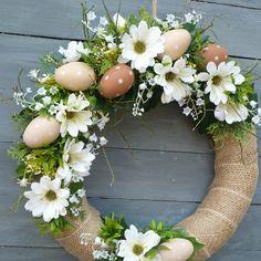 Ester Decoration, Easter Plants, Easter Wreaths, Diy Wreath, Plant Decor, Flower Art, Floral Arrangements, Diy And Crafts, Floral Wreath