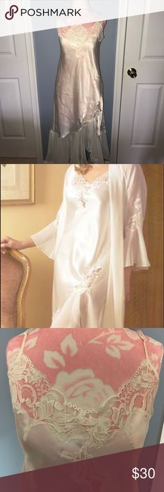 Women Oscar De La Renta PINK LABEL Silk Nightgown EUC. Worn once or twice in my wedding day. Oscar de la Renta PINK LABEL. Cream/off white colored. Silk nightgown with sheer/lace accents on top and bottom. Size medium per tags. ***See listing for matching robe**** smoke free home. Attached pic is a stock photo which includes this nightgown being worn with the matching Robe. Oscar de la Renta Intimates & Sleepwear