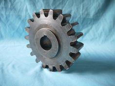 GORGEOUS vintage 1930 industrial cast iron Gear machine age Steampunk écrou engrenage fer métal Art industriel usine atelier loft…