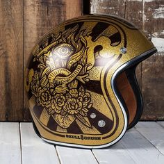 Sacred Heart flip side to the Virgin Mary helmet. I think I'm ready to play with some new helmets! #art #design #illustration #moto #motorcycle #helmet #sacredheart #americana