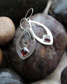 Sterling Silver Square Garnet Earrings - List of the best jewelry Sea Glass Jewelry, Copper Jewelry, Fine Jewelry, Jewelry Making, Silver Jewellery, Jewellery Shops, Jewellery Box, Yoga Jewelry, Gemstone Jewelry