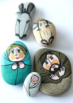 #Diy #xmas stenen kerststal idee - coucou c'est granny|| Lovely nativity scene painted on river rocks.