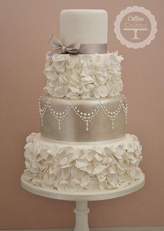 I neeeed to make this cake!!
