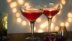 Venetian Cocktail 60ml/2fl oz pink vermouth 30ml/1fl oz pomegranate juice 30ml/1fl oz ginger ale ice, to serve