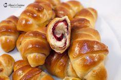 cornuri extra pufoase cu gem de zmeura 156 Bread Recipes, Cake Recipes, Dessert Recipes, Cooking Recipes, Desserts, Sweet Pastries, Bread And Pastries, Gluten Free Vegetarian Recipes, Romanian Food