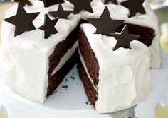 Simple & pretty chocolate stars White Chocolate Truffle and Chocolate Fudge Layer Cake with Homemade Chocolate Stars. Fabulous for helping to ring in the New Year! tips cooking guide Chocolate Fudge Layer Cake Recipe, Homemade Chocolate, Fudge Cake, Chocolate Stars, White Chocolate Truffles, Chocolate Blanco, Winter Torte, Cake Recipes, Dessert Recipes
