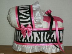 Cute Diaper Bassinet, Diaper Cake Boy, Diaper Cake Centerpieces, Baby Shower Centerpieces, Cakes For Sale, Diaper Cake Instructions, Baby Wipe Warmer, White Zebra, Perfect Curls