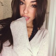 Madison Beer : quick little selfie last night before my 7AM flight this morning to Atlanta.. Hope ur smiling today