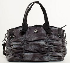 Lululemon destined for greatness duffle bag; the perfect solution to hold all of your yoga needs -- and the inside is PINK! Workout Attire, Workout Gear, No Equipment Workout, Gym Essentials, Gym Gear, Balenciaga City Bag, Purses And Handbags, Lululemon, Shoulder Bag