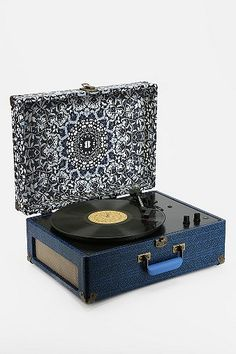 CINDY - - Awesome record player!!!! AV Room Portable USB Turntable By Crosley $160