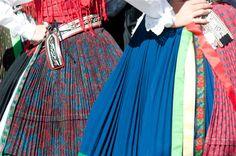 Das war 2009 - Villacher Kirchtag - Österreichs größtes Brauchtumsfest mit Tradition -- Da hab ich doch gestern erst darüber nachgedacht wie wohl plissierte Dirndl aussehen würden.... und paaam finde ich dieses Bild. Sieht doch genial aus oder?