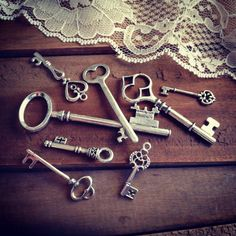 8 Pcs Skeleton Key Charms Antique Silver Key Charm Victorian Key Charm Old Fashioned Key Charm Vintage Style Pendant Charm Jewelry Supplies