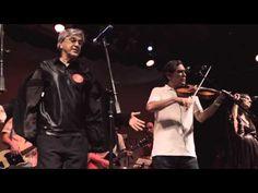 MANJAR DE REIS, Orquestra Imperial 10 Anos, com Caetano e Mautner.mov