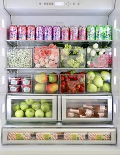 10 Refrigerator-Organization Hacks to Keep Your Kitchen as Clean as Can Be Keep your refrigerator as organized as possible! Food Storage Organization, Refrigerator Organization, Kitchen Organization Pantry, Home Organisation, Organized Fridge, Fridge Storage, Bedroom Organization, Organizing Tips, Storage Ideas