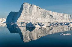 Groenlandia. Se desprende el más gigantesco iceberg en décadas y sigue la ruta del que hundió al Titanic