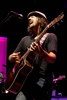 Jason Mraz, amazing live! he's voice is as smooth and full of soul. he's my favorite acoustic/blues guy.