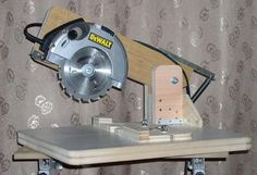 Excellent Table Saws, Miter Saws And Woodworking Jigs Ideas. Alluring Table Saws, Miter Saws And Woodworking Jigs Ideas. Woodworking Jigs, Woodworking Projects, Woodworking Basics, Popular Woodworking, Cierra Circular, Best Circular Saw, Miter Saw, Homemade Tools, Wooden Projects