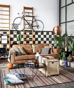 S'inspirer... #decoinspiration #livingroom #lounge #ffailyroom #livingroomfurniture #instadeco #decor #bike #sofa #couch
