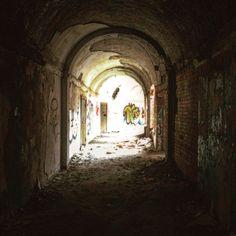 Ruiny Kasyna w Borne Sulinowo. Korytarz do sali głównej.