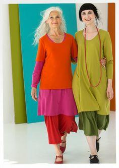 Solid eco-cotton/spandex dress – EKO-trikå – GUDRUN SJÖDÉN – Webshop, mail order and boutiques Mature Fashion, Look Fashion, Womens Fashion, Legging Outfits, Colourful Outfits, Cool Outfits, Colorful Clothes, Mode Ab 50, Mode Cool