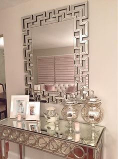 @nikki_ro's opulent entryway gets a dose of dimension from our Santorini MIrror + Sophie Mirrored Console Table.