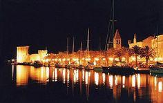 Trogir(Croatia) by night :: www.dalmatiacharter.com