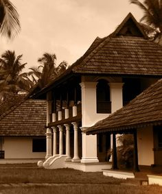 Soma Kerala Palace, Kumarakom: Backwater heritage resort rebuilt from ancient Kerala style homes to give you the feel of quintessential Come. Kerala Architecture, Tropical Architecture, Vernacular Architecture, Architecture Details, Log Cabin House Plans, Log Cabin Homes, Dream House Plans, Village House Design, Kerala House Design