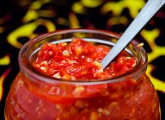 Chili Garlic Sauce Atomic HomeMade Style in Your Face Hot Sauce Recipes, Chilli Recipes, Mexican Food Recipes, Fresno Peppers, Fresno Chili, Pepper Relish, Chili Garlic Sauce, Homemade Chili, Forts