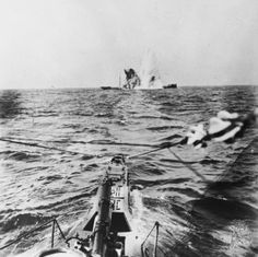 A surfaced U-Boat torpedoes a merchant steamer during the First World War. Q 20343 Wilhelm Ii, Kaiser Wilhelm, Merchant Navy, Merchant Marine, World War One, First World, Utility Boat, German Submarines, Man Of War