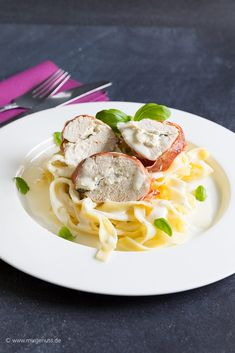 Stuffed chicken breast in ham jacket in mascarpone white wine sauce - Thermomix - Toast Wine Sauce, Chicken Enchiladas, Risotto, French Toast, Spaghetti, Food And Drink, Low Carb, Dinner, Cooking