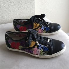 "NWOT ✨ Donald J. Pliner flower sneakers 6.5 ✨NWOT Donald J. Pliner ""Donald & Lisa Signature"" black flower sneakers size 6.5. Never worn. Black see-through material with embroidered flowers. Laces are sealed at the ends with metal clips. No wear on soles or inside. ✨ Donald J. Pliner Shoes Sneakers"