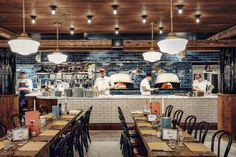 Pizzeria Popolare, the new establishment of Big Mamma, opens this Thursday rue Ré . - Travel and Restaurants Restaurant Layout, Italian Restaurant Decor, Open Kitchen Restaurant, Design Bar Restaurant, Deco Restaurant, Restaurant Concept, Pizzeria Design, Italian Bar, Italian Dining