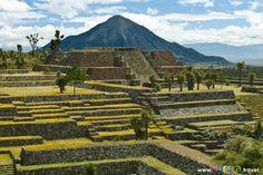 Zona arqueológica de Cantona, compleja red de vías de circulación. Puebla