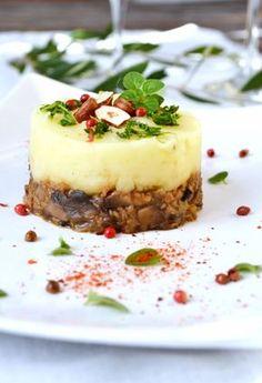 Christmas parmentier c leri ch taignes champignons Green Cuisine Vegan Recipes Easy, Raw Food Recipes, Veggie Recipes, Cooking Recipes, Vegan Christmas Dinner, Plat Vegan, Vegetarian Menu, Salty Foods, Xmas Food