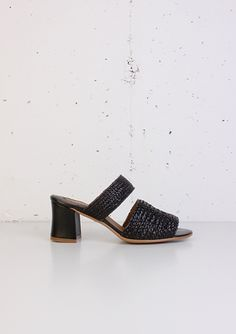 Mule sandal madewith two leather woven strips. The heel is lined with black nappa leather and it measures 6 cm. The heel is also padded for greater confort. Non slip sole. Made in Spain. Please note, even this style fits true to size, if you consider you have a high instep we recommend you to select one size up to your regular size.