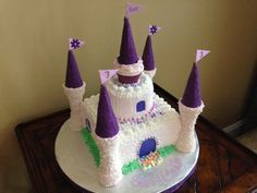 A castle cake decorated with buttercream icing. Towers are ice cream cones covered in chocolate and sprinkles/sugar. Castle Birthday Cakes, Unique Birthday Cakes, Novelty Birthday Cakes, Birthday Cake Girls, Princess Birthday, Frozen Castle Cake, Castle Cakes, Pony Cake, Rosalie