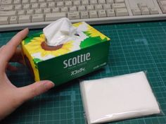 Make a tiny tissue box to hold pocket tissues. Diy Home Crafts, Crafts To Do, Sewing Crafts, Crafts For Kids, Paper Crafts, Diy Organisation, Happy Design, Diy Interior, Tissue Box Covers