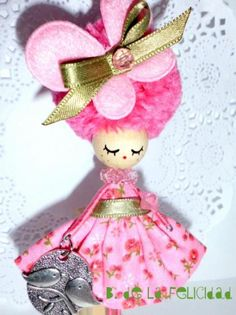 Doll brooch/broche de muñeca