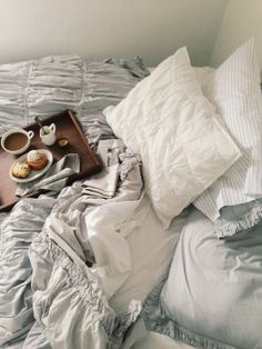 Breakfast in bed, pleated sheets. My New Room, My Room, Couch Magazin, Interior Design Minimalist, Sweet Home, Decor Scandinavian, Relax, Lazy Sunday, Sunday Morning