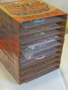 Pizza box art drying station, such a clever idea.  You could cover in scrapbook paper to make it pretty.