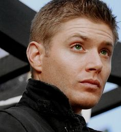 Jensen Ackles as Dean Winchester Sam Winchester Hair, Winchester Brothers, Pretty Men, Beautiful Men, Stud Muffin, Supernatural Dean, Under My Skin, Smallville, Destiel