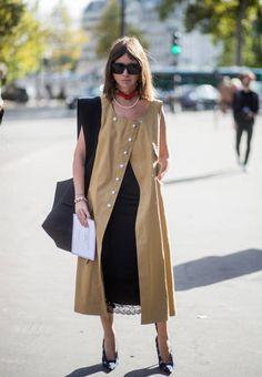 * Natasha Goldenberg wearing sleeveless coat seen outside Thom Browne during Paris Fashion Week Spring/Summer 2018 on October 3 2017 in Paris France Fashion Week Paris, 90s Fashion, Runway Fashion, Fashion Outfits, Sleeveless Coat, Cardigan Fashion, Vogue, Fashion Pictures, Celine