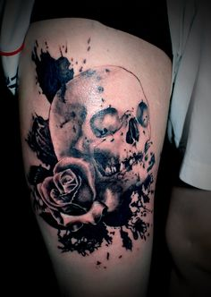 Check out the latest from hammersmith tattoo apprentice Artchie RT one of his largest tattoos to date, Trash Polka inspired black and grey Skull and Roses!!